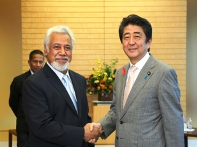 Timorese Strategic Investment Minister Xanana Gusmão pays a courtesy visit to Prime Minister Shinzo Abe (07/10/2016)