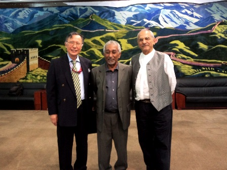 Hasegawa meets with former Prime Minister Mari Alkatiri and former President José Ramos-Horta of Timor-Leste at the conference organized by the Club of Madrid in Dili, Timor-Leste (31/07/2017)