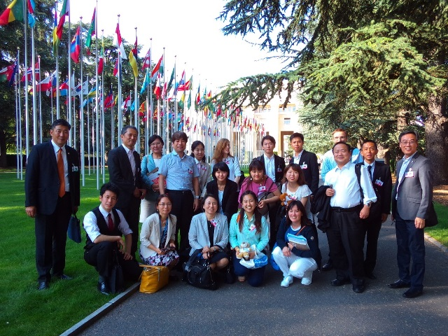 Geneva Dialogue Participants gather at the entrance of Palais des Nations after the long day of discussion. (16/07/2018)