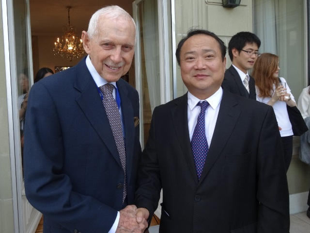 [UN Family Reunion] Former Chinese Team Leader of Military Observers Hongsheng SHENG who is now Professor of Public International Law at Shanghai University of Political Sciences and Law meets IOM Director General William Swing who was SRSG and Head of MONUC in the Congo 13 years ago. (17/07/2018)