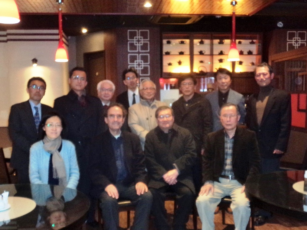 After seminar dinner at a nearby Chinese restaurant, from left to right on the front row, Professors Kumagai, Schlichtmann, Shimotomai, Hasegawa, and on the second row, Professors Ishizuka, Hanada, Komatsu, Sakurai, Uchida, Kurosawa, Sugiyama and Mizuno